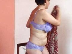 Granny with respect to big tits fucks dildo