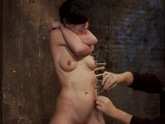 Tied up Elise Graves gets tortured encircling clothespins