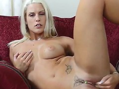 A-Sweet-blonde have a hunch fucking her own wet pussy on bed